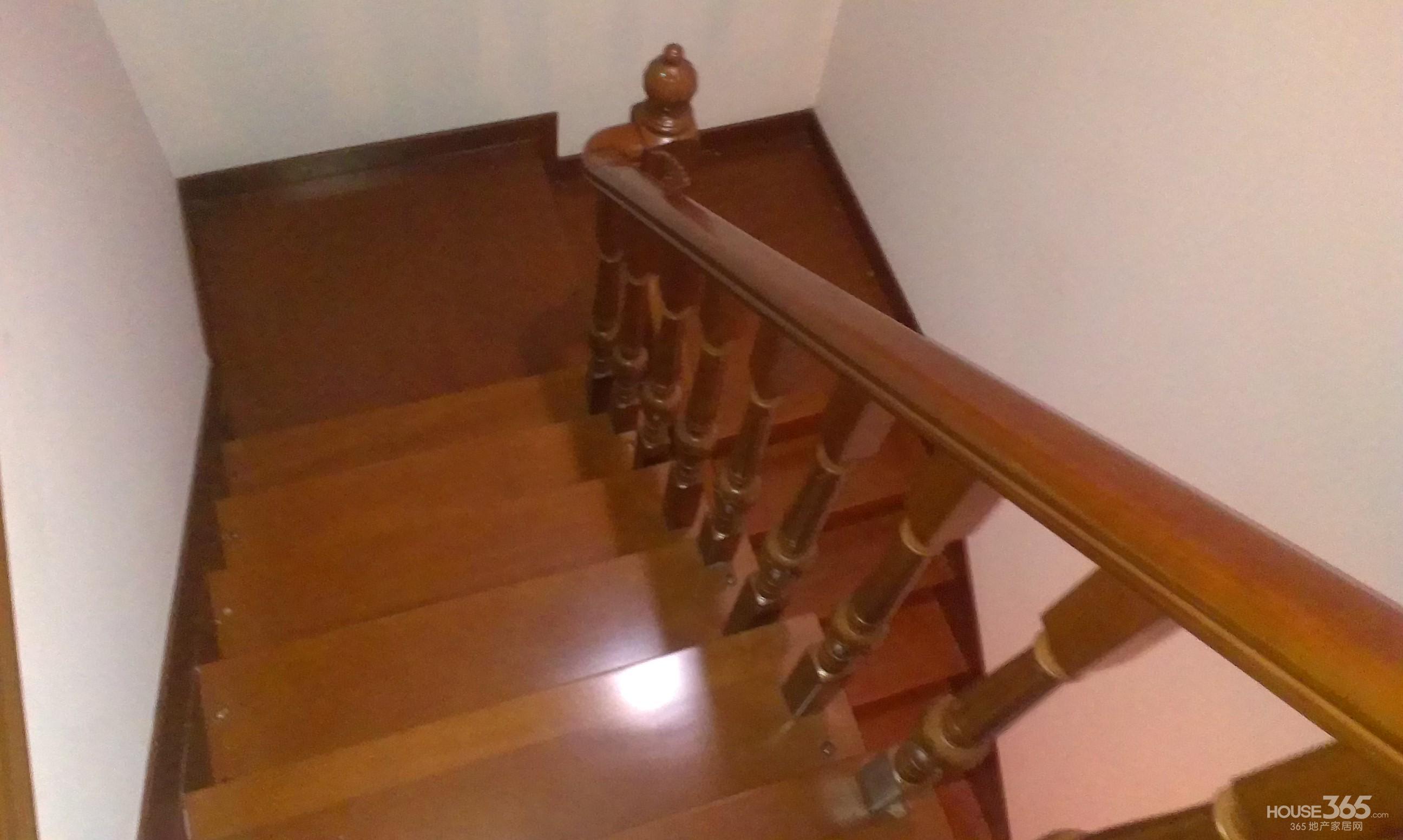 街道自建房设计图两间加个楼梯