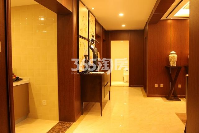 B户型 3室2厅2卫 约136.99 入户全景