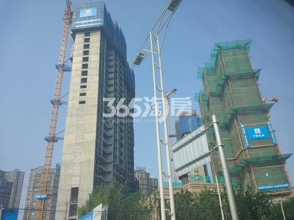 世茂时光里7#、6#楼超高层工程实景(2017.7摄)