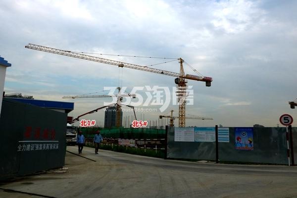 万科北门塘上北侧地块工程进度实景图(2017.9摄)